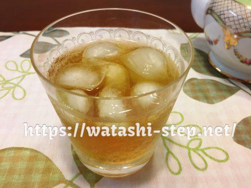 氷を入れた桃花スリム茶