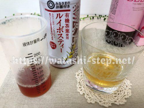 グラスに入ったベルタ酵素ドリンクと割物のルイボスティー